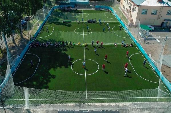 Соучредитель футбольного центра «Спортбокс» Александр Комаров не понимает, кому помешал футбол на открытом воздухе — ведь это не опаснее, чем поездки в переполненном метро