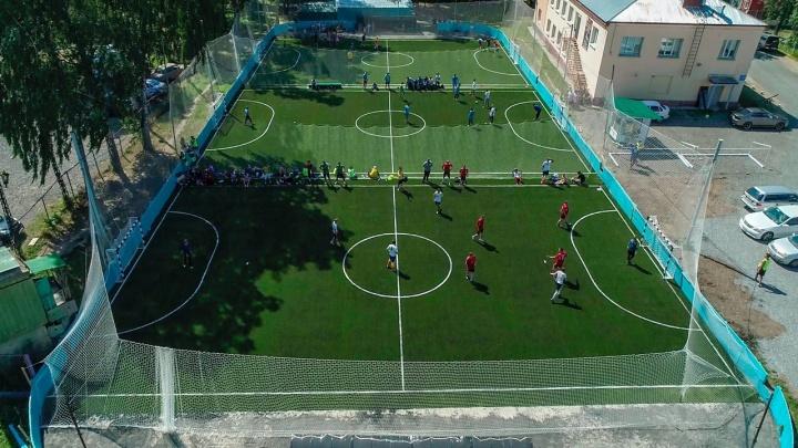 «Я сообщил в полицию, что люди играют в футбол»: бизнесмен возмущён играми во дворах и закрытыми спортклубами