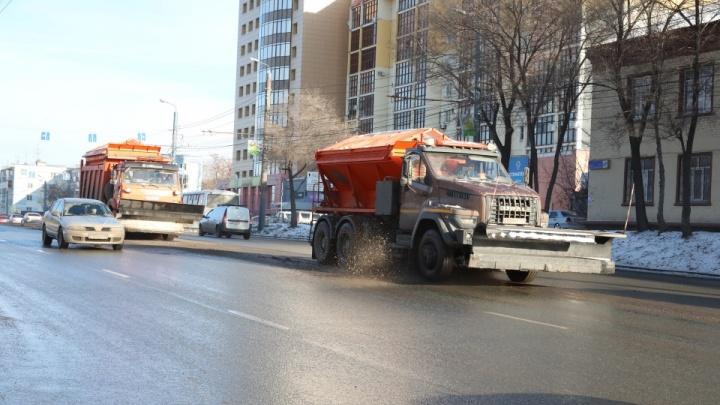 Текслер жестко высказал подрядчикам за соль на дорогах в Челябинске. Ее стали сыпать меньше в 20 раз