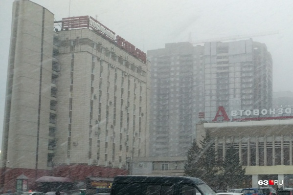 Гостиница «Октябрьская» расположена рядомс Центральным автовокзалом