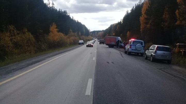 На Режевском тракте водитель «Газели» выехал на встречную полосу и протаранил УАЗ