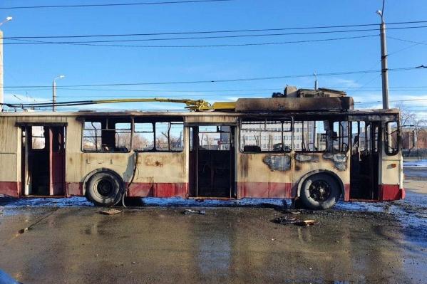 Троллейбус сгорел на конечной АМЗ<br>