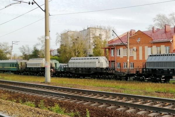 Cостав с необычными контейнерами в прошлую субботу заметили на тюменской железной дороге
