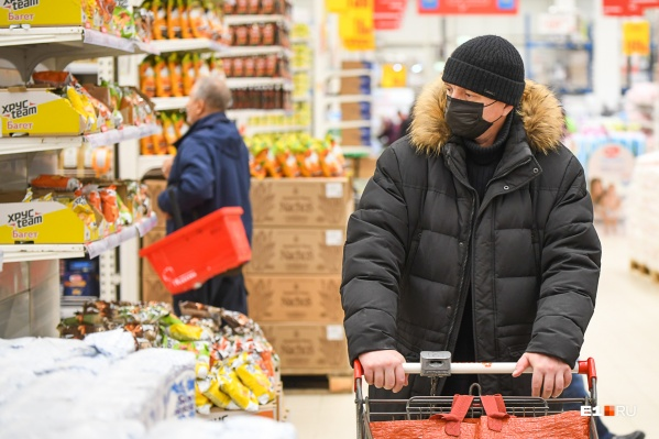Маски обязательно носить и в магазинах, и на улице
