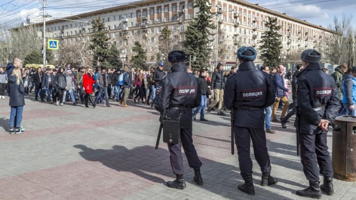 «У нас нет фейсконтроля»: волгоградец, разместивший фото нацистского вождя, участвовал в шествии оппозиции