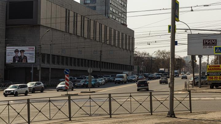 Кризис кончился? В Новосибирск вернулись суровые пробки — колонка о том, как люди едут спасать экономику