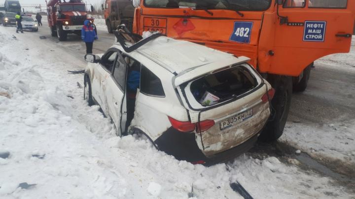 Под Усинском в ДТП с участием Lifan и бензовоза погибла семья из Башкирии