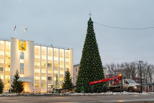 Новая елка уже появилась на центральной площади города