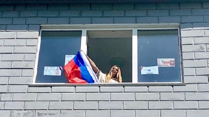 Жители Котельниково отметили День России у себя на балконах