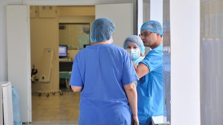 Из-за коронавируса врачи в Екатеринбурге начали принимать пациентов онлайн