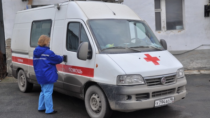 В центре Екатеринбурга Mercedes сбил женщину на пешеходном переходе