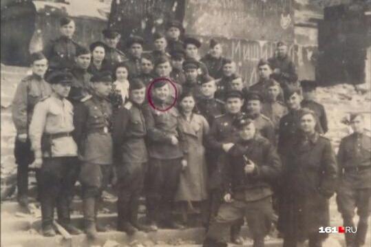 Сын и внук Власа Кравченко (его лицо обведено) пошли по его стопам — стали военными