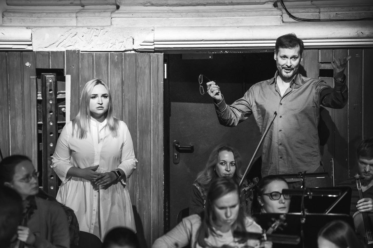 Анжелика Минасова иАскар Абдразаков в ролях Донны Эльвиры и Лепорелло: на репетиции