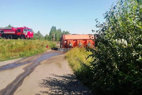 Бензовоз перевернулся в Щучанском районе