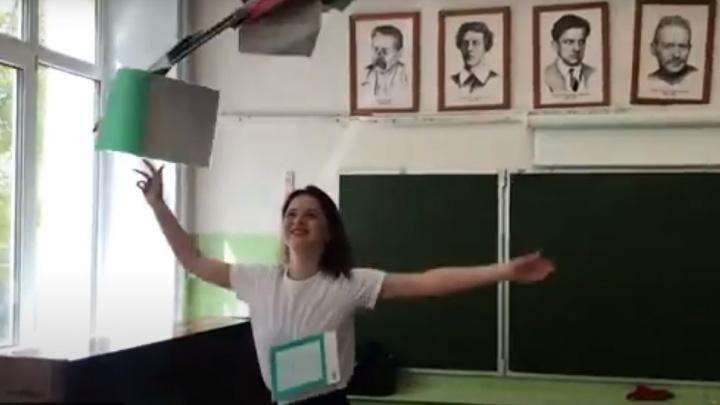 «Выпустили вас и кайфуем!»: учителя показали, как отрываются после выпуска девятых классов