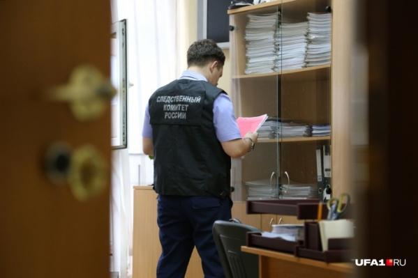 Предприниматель не озаботился безопасностью при складировании, его действия оценят в ходе расследования