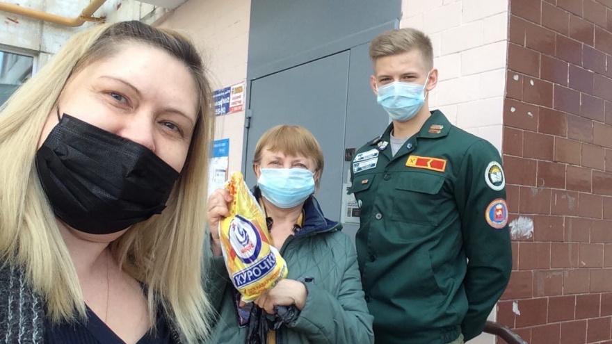 В Челябинске студенты развозят пенсионерам продуктовые наборы и оказывают психологическую помощь