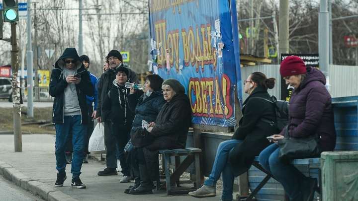 Сколько пенсионеров и школьников заболели COVID-19 в Свердловской области? Отвечает главный санитарный врач