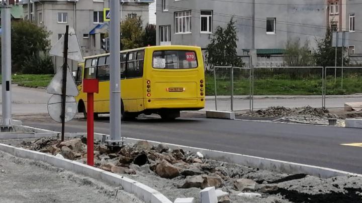 Строители открыли для движения дорогу между Широкой Речкой и Академическим: видео