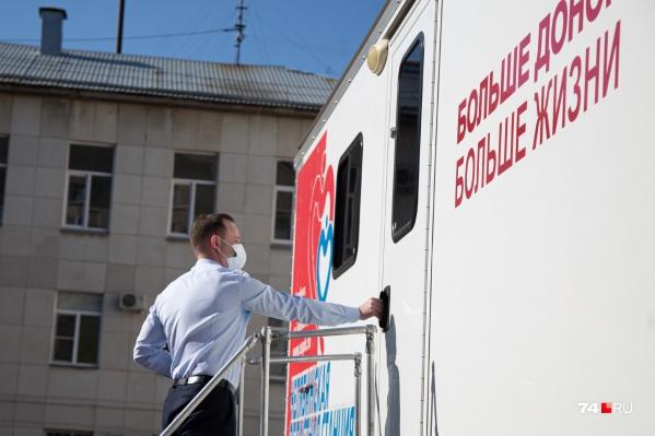 Для заготовки «антиковидной» плазмы выделили мобильный пункт переливания крови