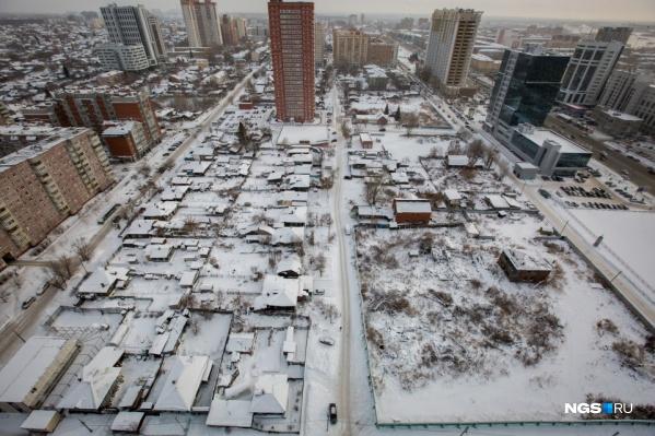 Еще два года назад этот район у станции метро «Октябрьская» выглядел так