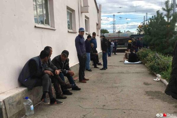 Мигранты со всей России начали приезжать в Самару с мая 2020-го, чтобы вернуться домой