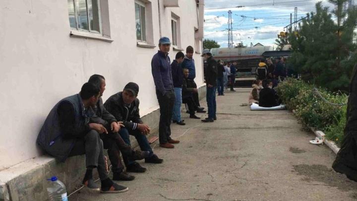 Из лагеря мигрантов в Самарской области вывезли ещё 944 человека