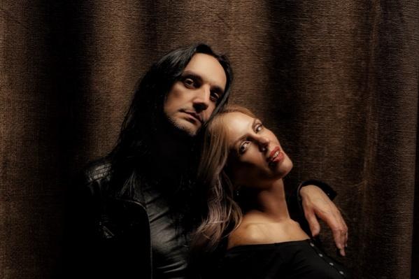Женя Колини и Наталья Колеватова создали музыкальный проект с использованием на концертах технологии Live Looping