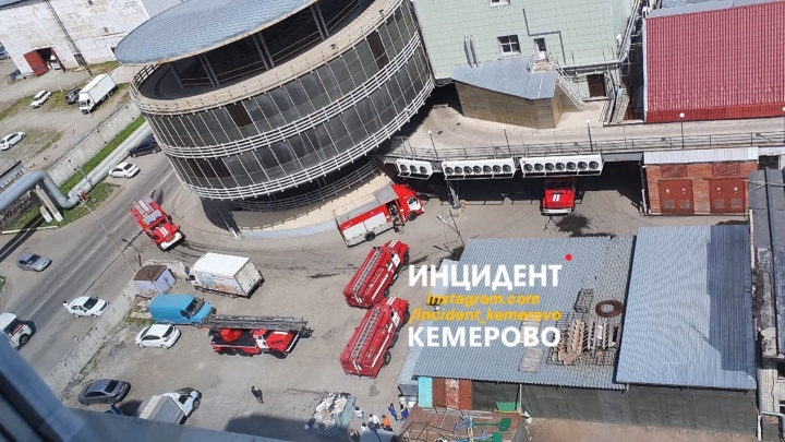 Из кемеровского ТЦ из-за возгорания эвакуировали посетителей