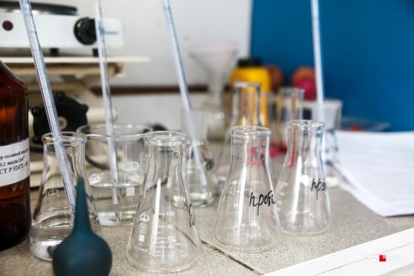 Пищевую продукцию периодически проверяют в государственных лабораториях
