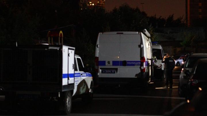 «Был взрыв»: фоторепортаж с места нападения на полицейских в центре Самары