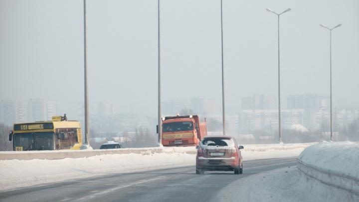 Пермяк взыскал с властей более 100 тысяч рублей за выбоину на дороге