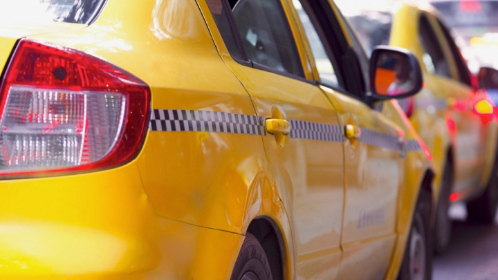 Только добровольцы и отдельный парк: Яндекс Go выделит специальные такси пациентам с подозрением на COVID