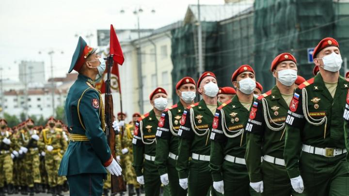 От военного театра на колесах до салюта с трех точек: программа парада Победы в Екатеринбурге