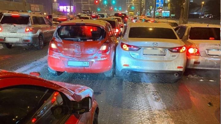 В полиции назвали автомобилиста, который спровоцировал многокилометровую пробку на Московском шоссе