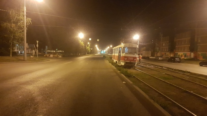 Пешеход застрял под трамваем: подробности ДТП на Заводском шоссе