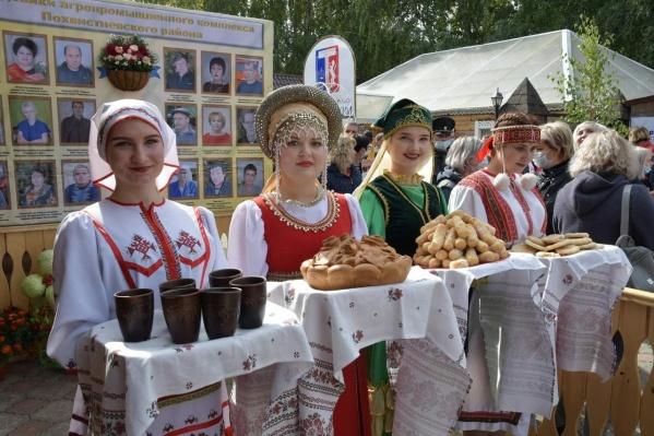 Хлебосольные самарские сельчане вот так встречали гостей выставки