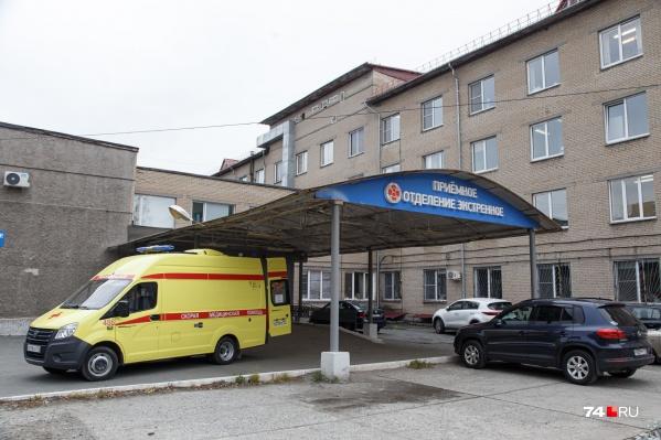 Сотни пациентов с тяжелым течением болезни каждый день попадают в больницы