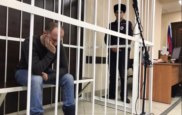 Отчим, заставлявший пасынка стоять на гречке, не смог убедить суд смягчить наказание