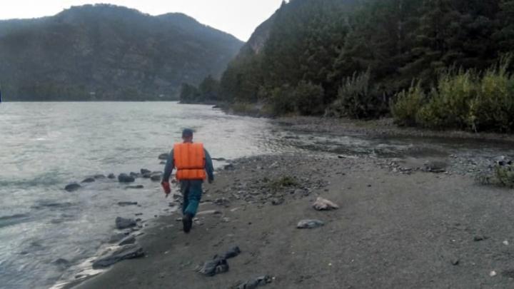 Тело сибирячки не нашли в Катуни, но поиски остановили — спасатели объяснили почему