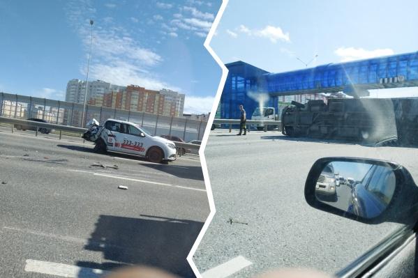 После аварии такси буквально осталось без багажника