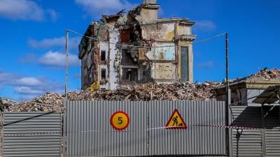 19 кадров с руин: смотрим, как разбирают гостиницу «Россия»