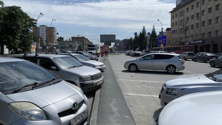 Час за 100 рублей: НГС протестировал непонятные платные парковки на Красном проспекте