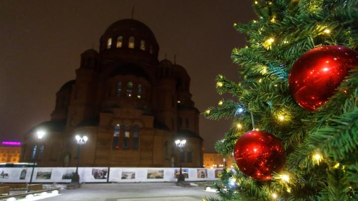 «Смотрит, нет ли угрозы здоровью малышей»: в Волгограде Дед Мороз пришел с проверкой в неблагополучные семьи