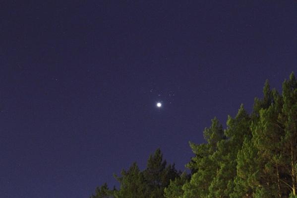 Прохождение планеты на фоне скопления Плеяд можно было увидеть невооруженным глазом