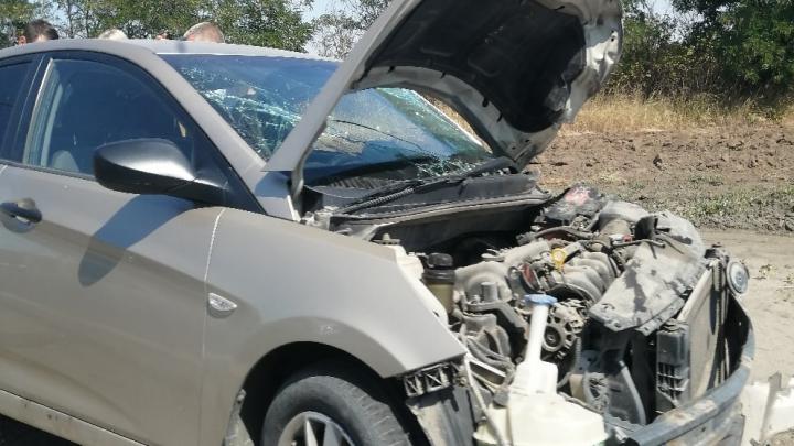 «Детей увезли врачи скорой помощи»: в Волгограде автомобилистка пошла на таран корейской иномарки