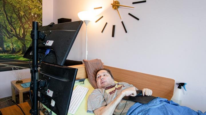 Лежачий учёный-инвалид вернулся из США в Челябинск, преподаёт в вузе и занимается благотворительностью