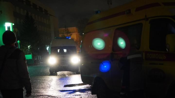 Ночью еще две бригады скорой помощи не смогли разместить пациентов в больницах