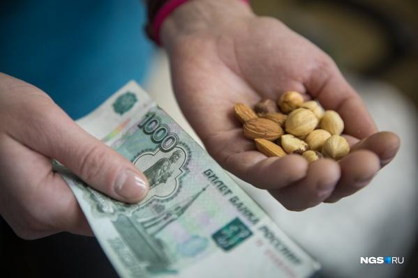 """В целом по России прожиточный минимум для пенсионеров составляет&nbsp;<nobr class=""""_"""">9512 рублей</nobr>"""