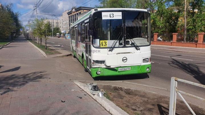 Виновата хромосома: в центре внедорожник не заметил автобус на «выделенке»